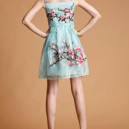 FREE SHIPPING Embroidered Floral La..